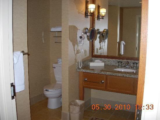 Spirit Mountain Casino Lodge: hotel room