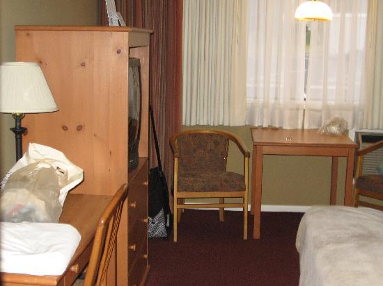 Days Inn Bellingham: room from door