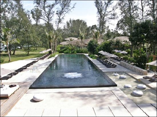 Renaissance Phuket Resort & Spa: Big swimming pool with jacuzzi
