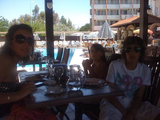 Gumuldur, Türkei: au bord de la piscine
