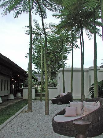 Pangkor Laut Resort: Zen Garden nx to the Library