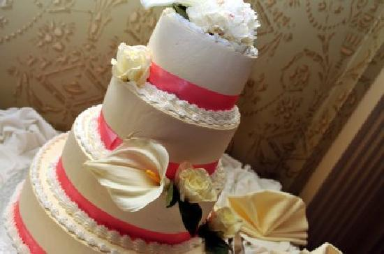 Grand Summit Hotel: Wedding Cake