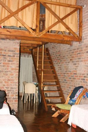 Jasy Hotel: room to stairs to upper bedroom