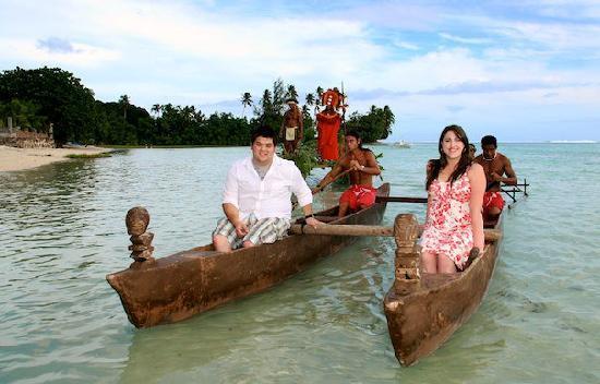 Tiki Village Cultural Centre: Royal Wedding