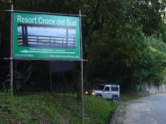 Resort Croce del Sud: Access from the BR 101 (Rio-Santos)