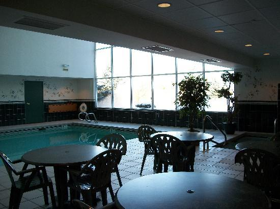 Country Inn & Suites by Radisson, Mount Morris, NY: Indoor pool and hot tub