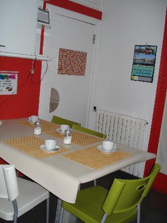 Petit Hotel: Desayuno en la cocina