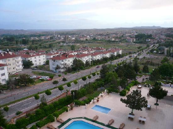 Dinler Hotels – Urgup: 向こうが町方面