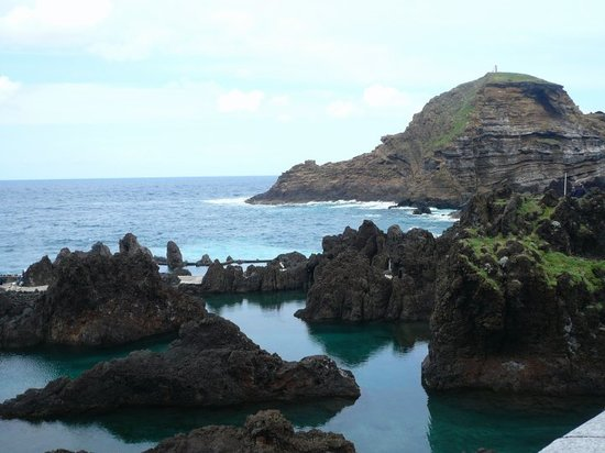 Madeira Islands, โปรตุเกส: Porto Moniz Volcanic Seawater Pools - come here in the summer to take full advantage