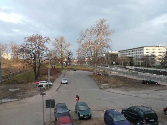 IntercityHotel Dresden: View from #112 to side window