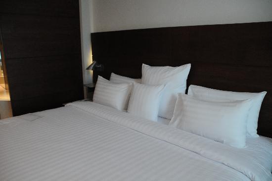 S31 Sukhumvit Hotel: the big bed