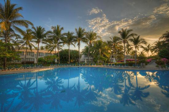 Ocean Breeze Hotel: Main Pool
