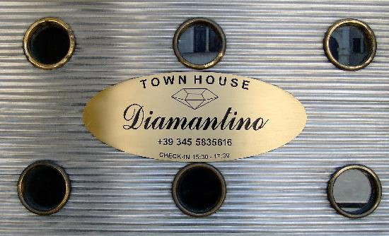 Diamantino Town House: Message on entry door