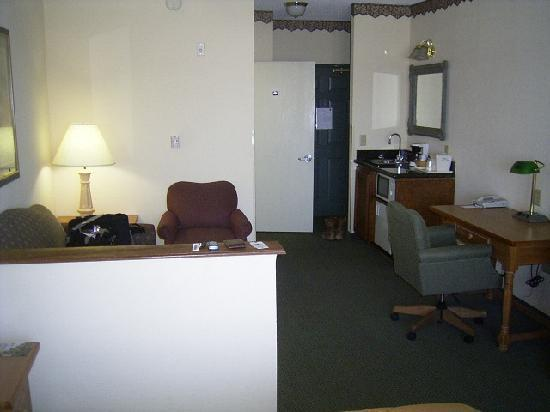 Quality Inn & Suites I-35 / Walnut Hill : Living Area