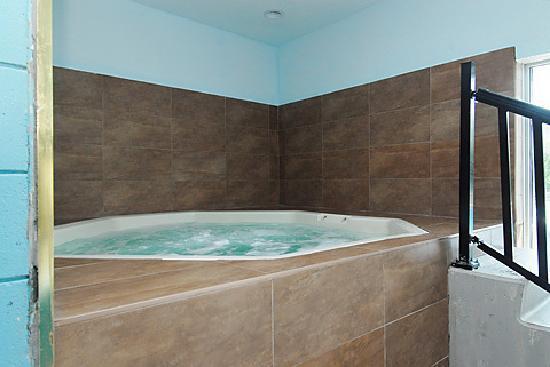 Niagara Lodge & Suites: WHIRLPOOL