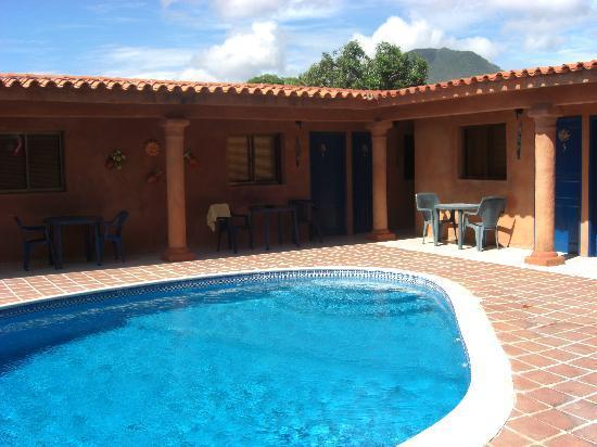Casa Trudel : pool side
