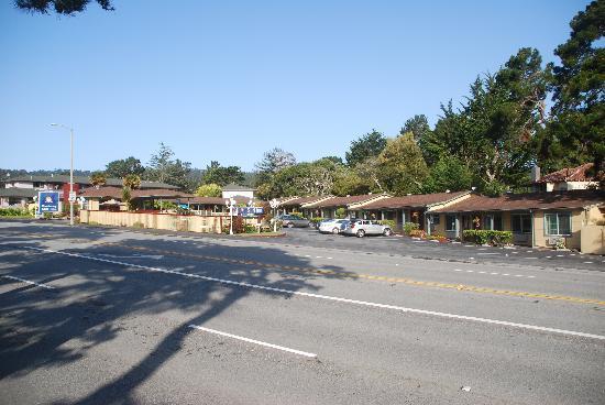 Monterey Surf Inn: Ansicht von der Straße