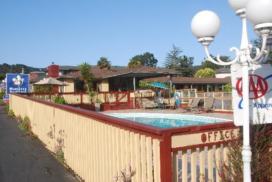 Monterey Surf Inn: Pool