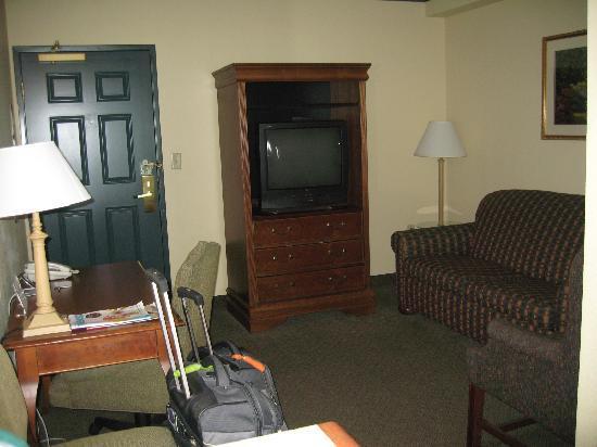 Elizabeth, NJ: Living area