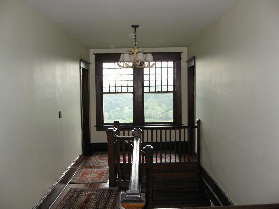 Laurel Lodge: First floor hallway leading to bedrooms