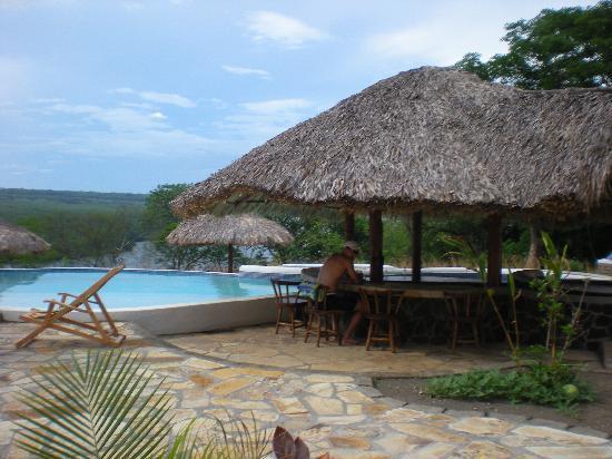 Hacienda Puerta Del Cielo Eco Spa: Swim-up bar