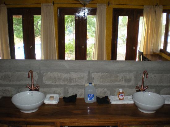 Hacienda Puerta Del Cielo Eco Spa: Honeymoon Suite Windows
