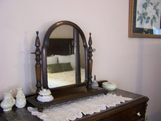 Woodridge Bed and Breakfast of Louisiana: Magnolia Jr. Suite Woodridge B&B Slidell, La