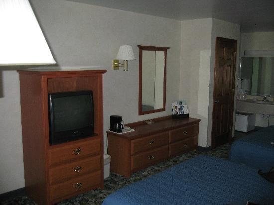 Quality Inn Lake George: Dresser