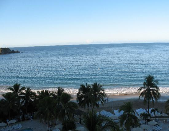 Hotel Fontan Ixtapa: View from our balcony on the 8th floor   Very nice.