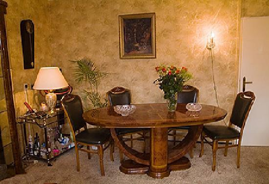 Weena House: dining table