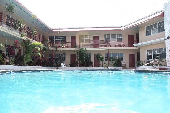 Beach and Town Motel: Beach & Town Large Pool