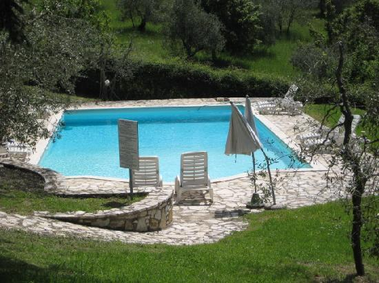 Hotel Villa Godenano: A pool with a view