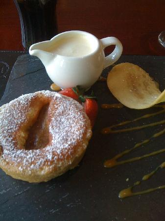 Best Western Pennine Manor Hotel: lovely dessert - note the flat slate plate and cream jug!!