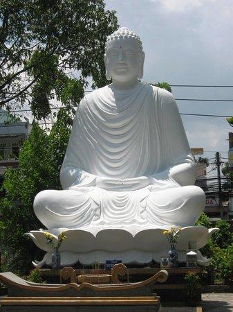 مدينة هو تشي منه, فيتنام: White Buddha