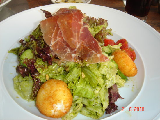 Vogue: Salad with Goat Cheese and Parma Ham