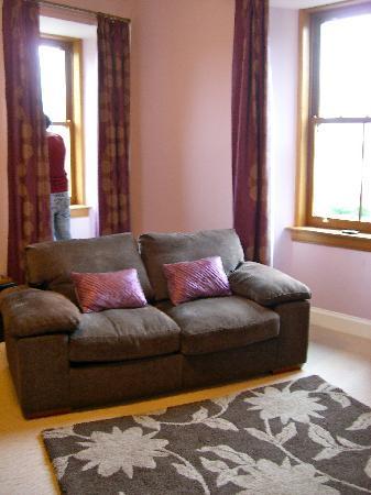 Kilmalyn Guest House: Il grande soggiorno con vista sul loch!