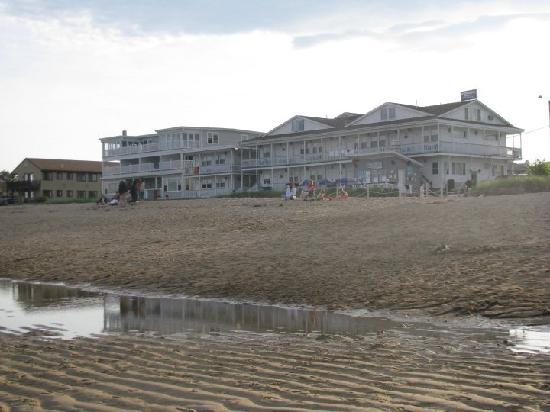 Normandie Oceanfront Motor Inn: A view of the hotel from the ocean