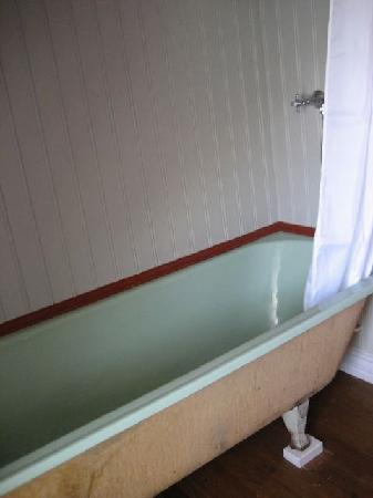 Ensku Husin Guesthouse: shared bath (photo 2)