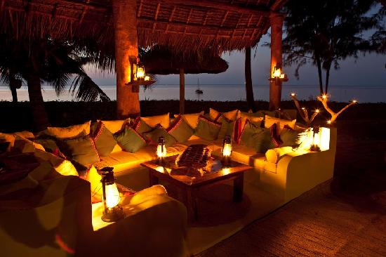Butiama Beach: beach bar at sunset