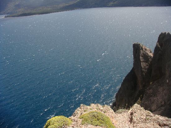 Alto Traful: El lago desde el acantilado