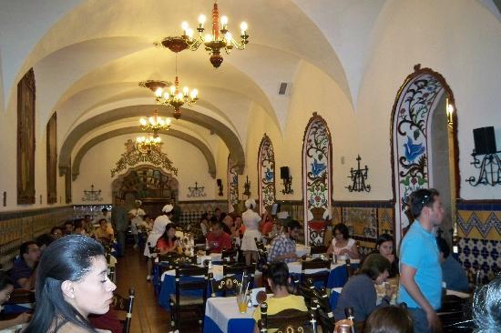 Cafe de Tacuba : inside cafe