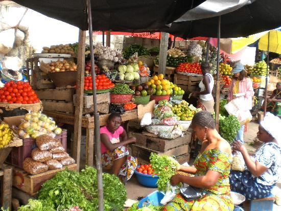 Абиджан, Кот-д'Ивуар: Obst- und Gemüsemarkt in Abidjan