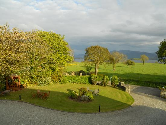 Loch Lein Country House: View out our window