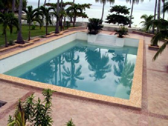 Beach Resort Villa Kaanit: Pool