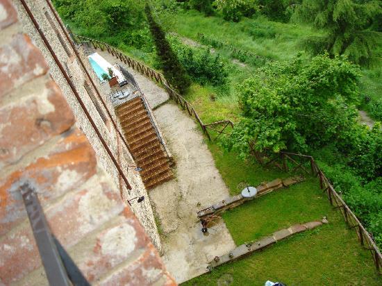 L'Antica Vetreria: backyard from villa