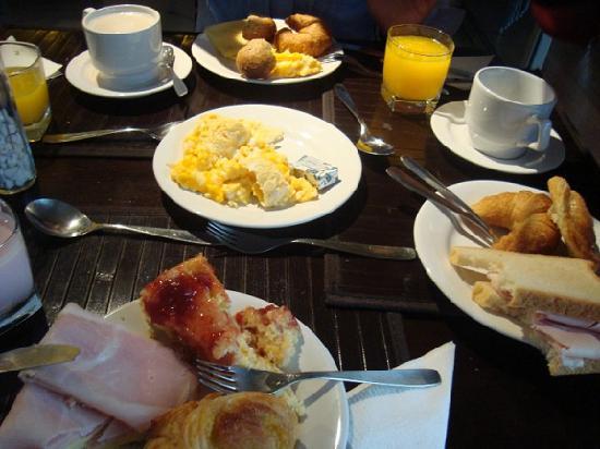 Punta Trouville Suites: El desayuno