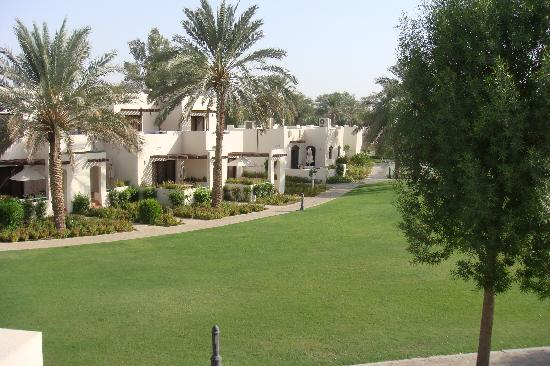 Hilton Al Ain: garden in front of suite