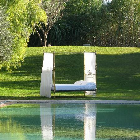 Les Deux Tours: Pool