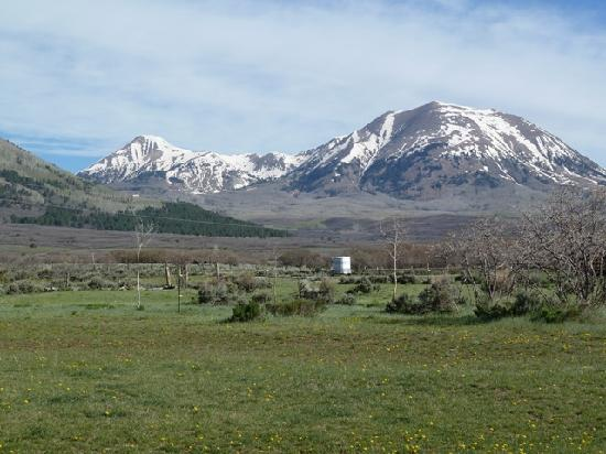 Retreat Lodge & Cabins at Mt. Peale Animal Sanctuary and Healing Center: View of La Sal mountains from Timber Trek Room