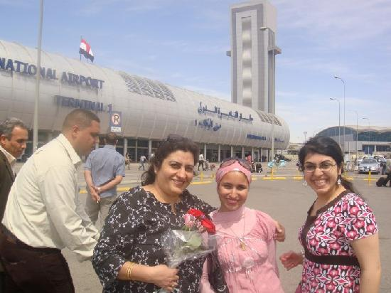 Egypt Queen  Day  Tours: amina desouky helping Varma family in cairo airport